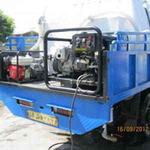 دستگاه واتر جت آب گرم   و مکش آب جهت شستشوی مخازن زباله